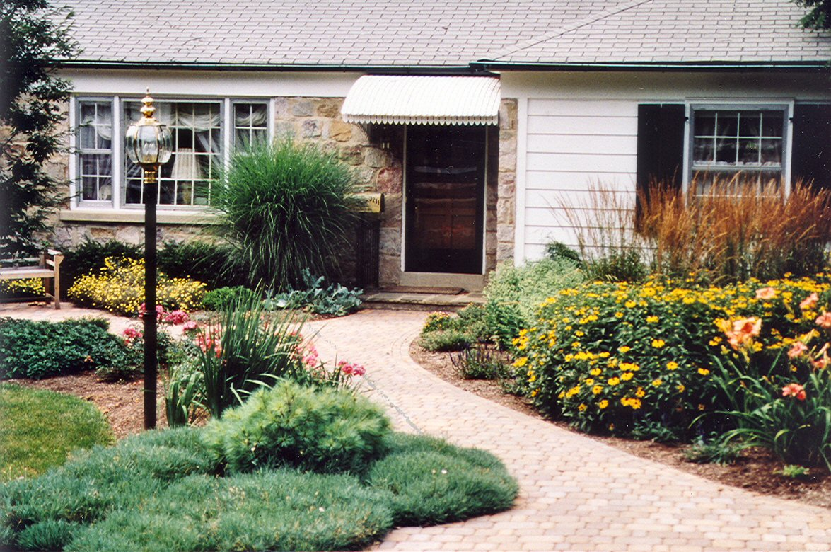 Curb appeal archives garden design inc for Home front garden design
