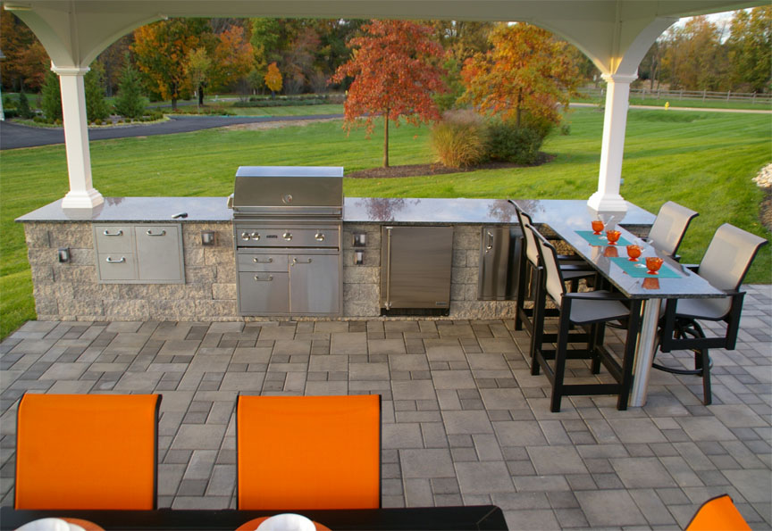 Outdoor Kitchen & Patio with EP Henry Pavers,