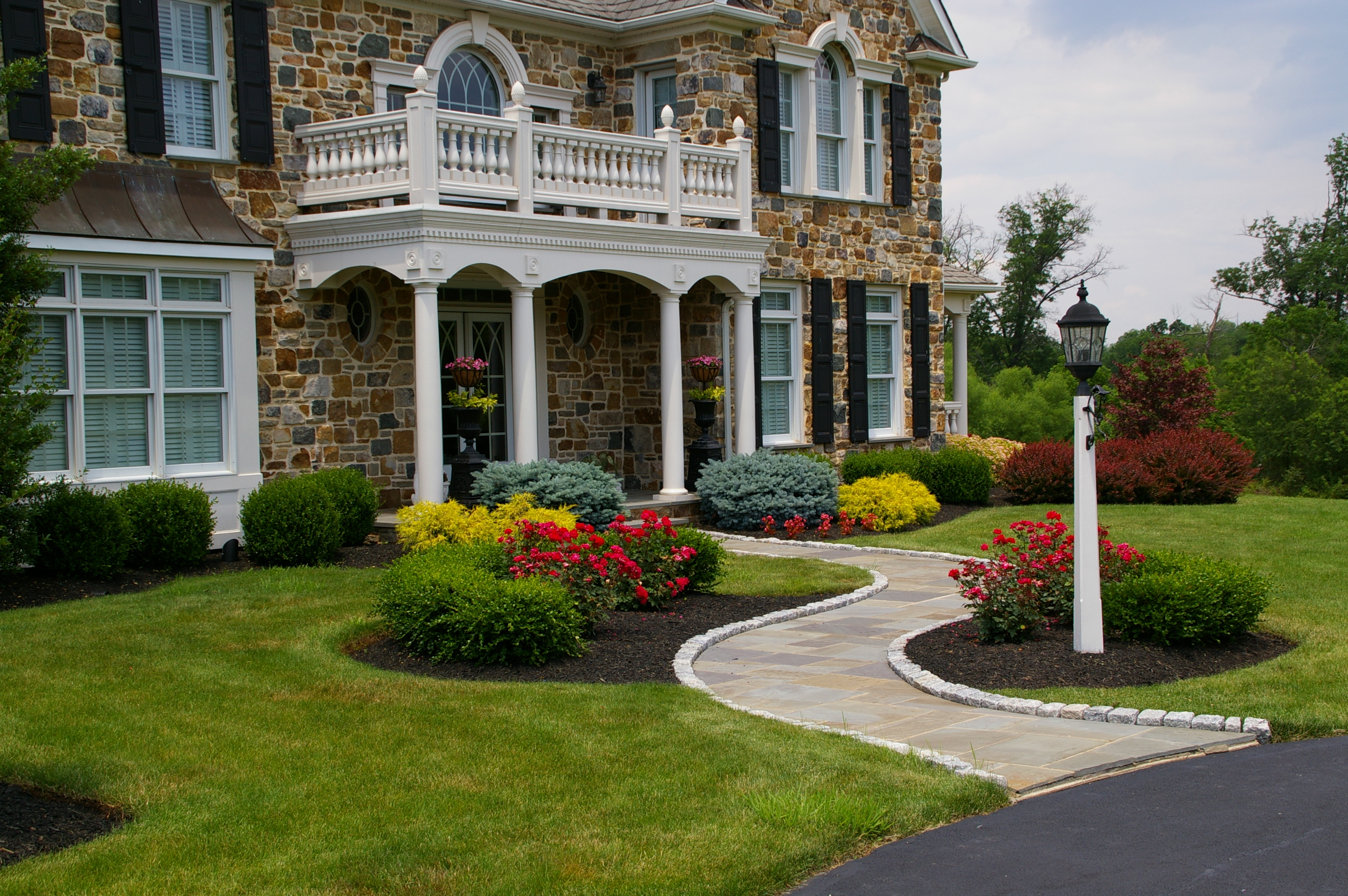 Curb appeal archives garden design inc for Front lawn design